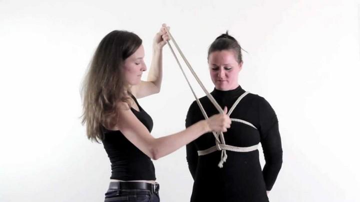 Bondage in de praktijk: borstharnas